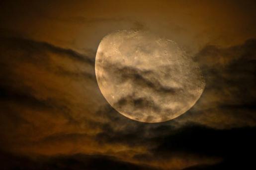 Soñar con la luna misteriosa 1