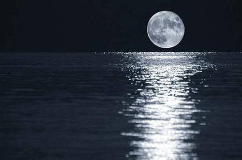 Soñar con la luna misteriosa 7